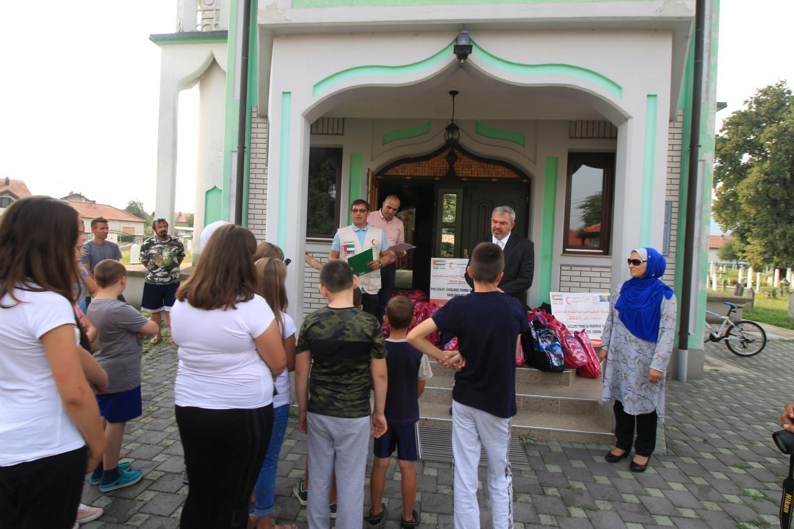 Kotor Varoš: Islamska zajednica osigurala torbe i školski pribor za povratničku djecu
